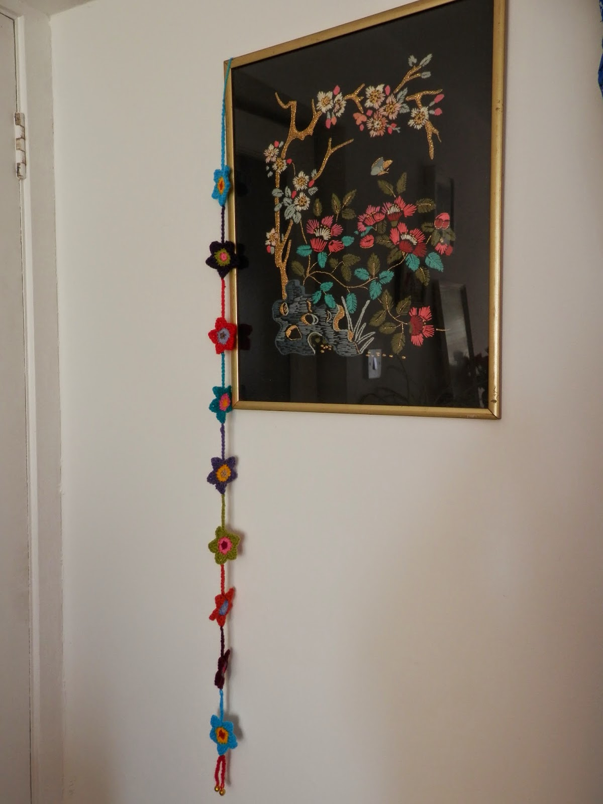 Crochet Flowers Dangly Mobile Garland. secondhandsusie.blogspot.co.uk
