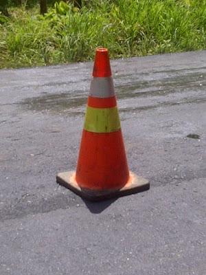 kerucut lalu lintas, cone, rambu sementara