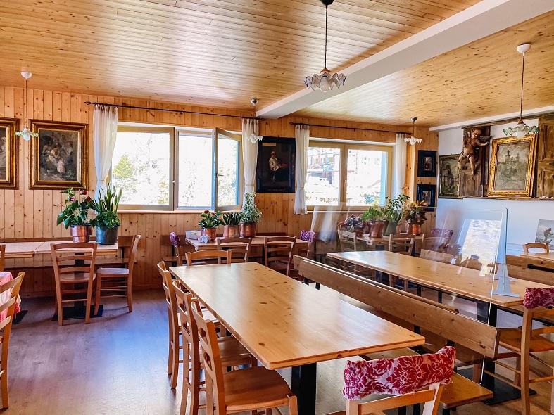 Sala pranzo rifugio Val Biandino