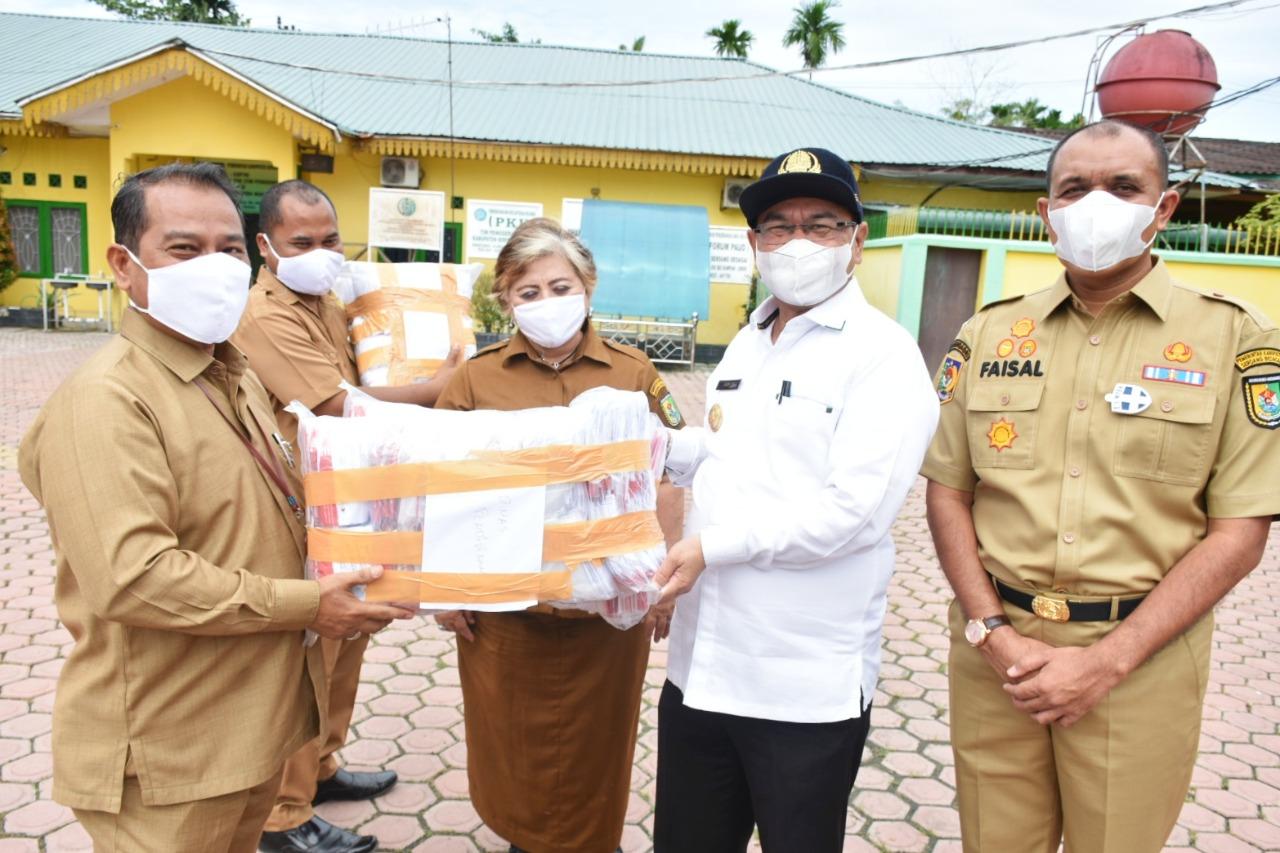 Selain Menggelar Apel Memperingati HKN Ke – 56, Pemkab Sergai Juga Membagikan Masker Kepada ASN dan Masyarakat