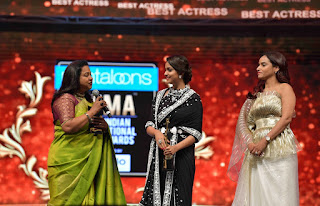 Keerthy Suresh Receiving Best Actress Award for Mahanati at SIIMA Awards 2019 4