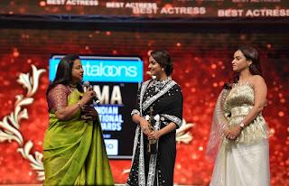 Keerthy Suresh Receiving Best Actress Award for Mahanati at SIIMA Awards 2019 4