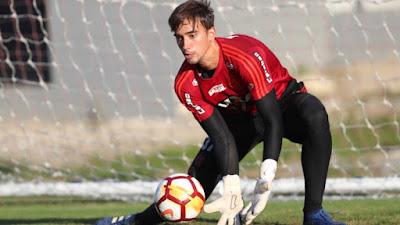 Goleiro César do Flamengo sofre uma contusão e pode não vir mais para o Atlético
