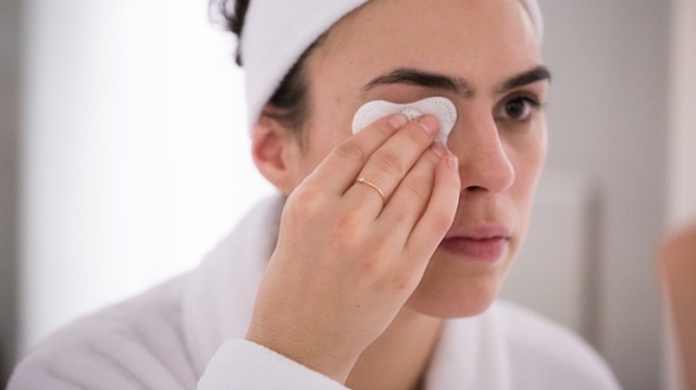How to Remove Makeup: 7 Tips to Get Every Last Bit Off