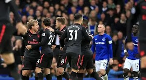 Colored Red Card, Arsenal win 5-2 at Everton