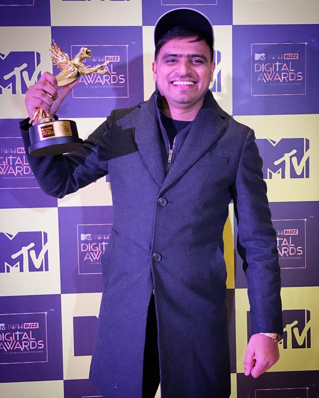 Amit Bhadana Won MTV Viral King Award