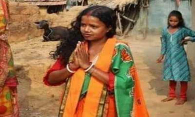 Chandana Bauri reached disaster-stricken area on foot and helped the people in distress.