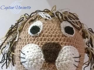 Cappello leone con paraorecchie