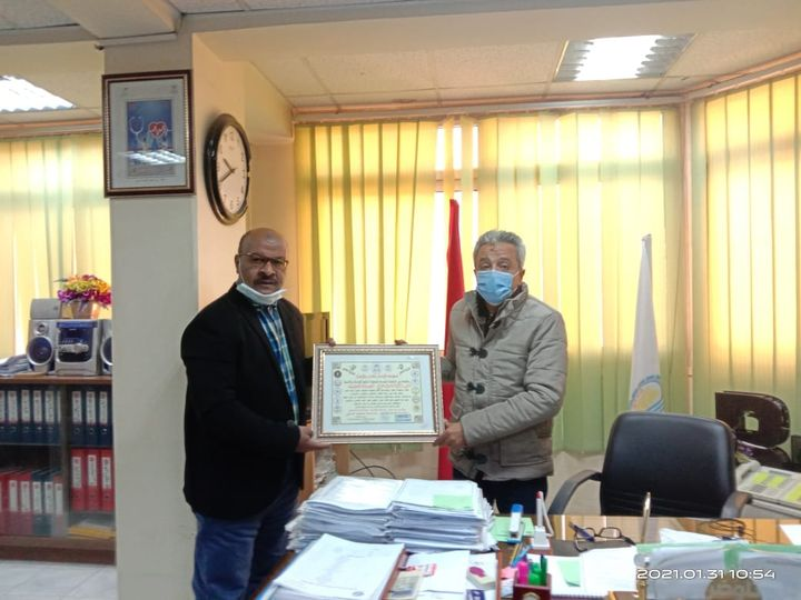 المنظمة الدولية لحقوق الإنسان تكرم وكيل وزارة الصحة بقنا