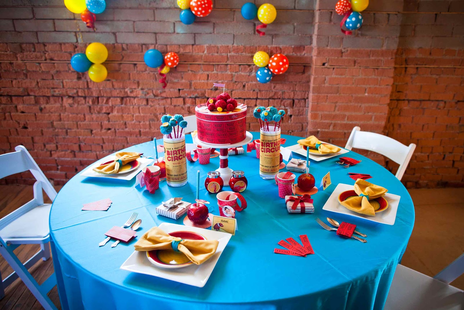 Canadian Hostess Blog: Classic Circus Tablescape for $20