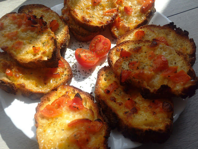 Easy, Affordable & Quick Recipes : #Bruschetta with mozzarella and tomatoes (*this recipe is suitable for vegetarians)