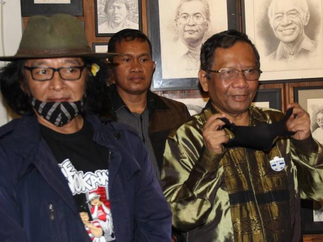 Sujiwo Tejo Titip Pesan ke Mahfud MD Agar Anak-Mantu Jokowi Mundur dari Pilkada