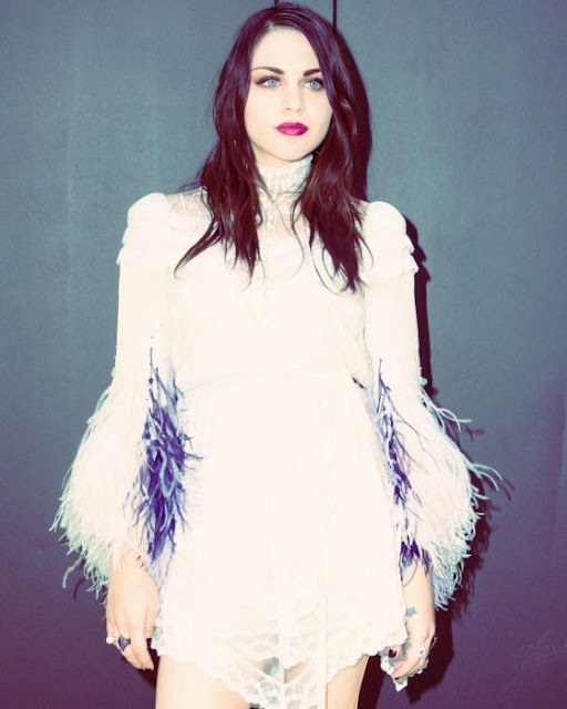La hija de Kurt Cobain se ha convertido en una bella modelo