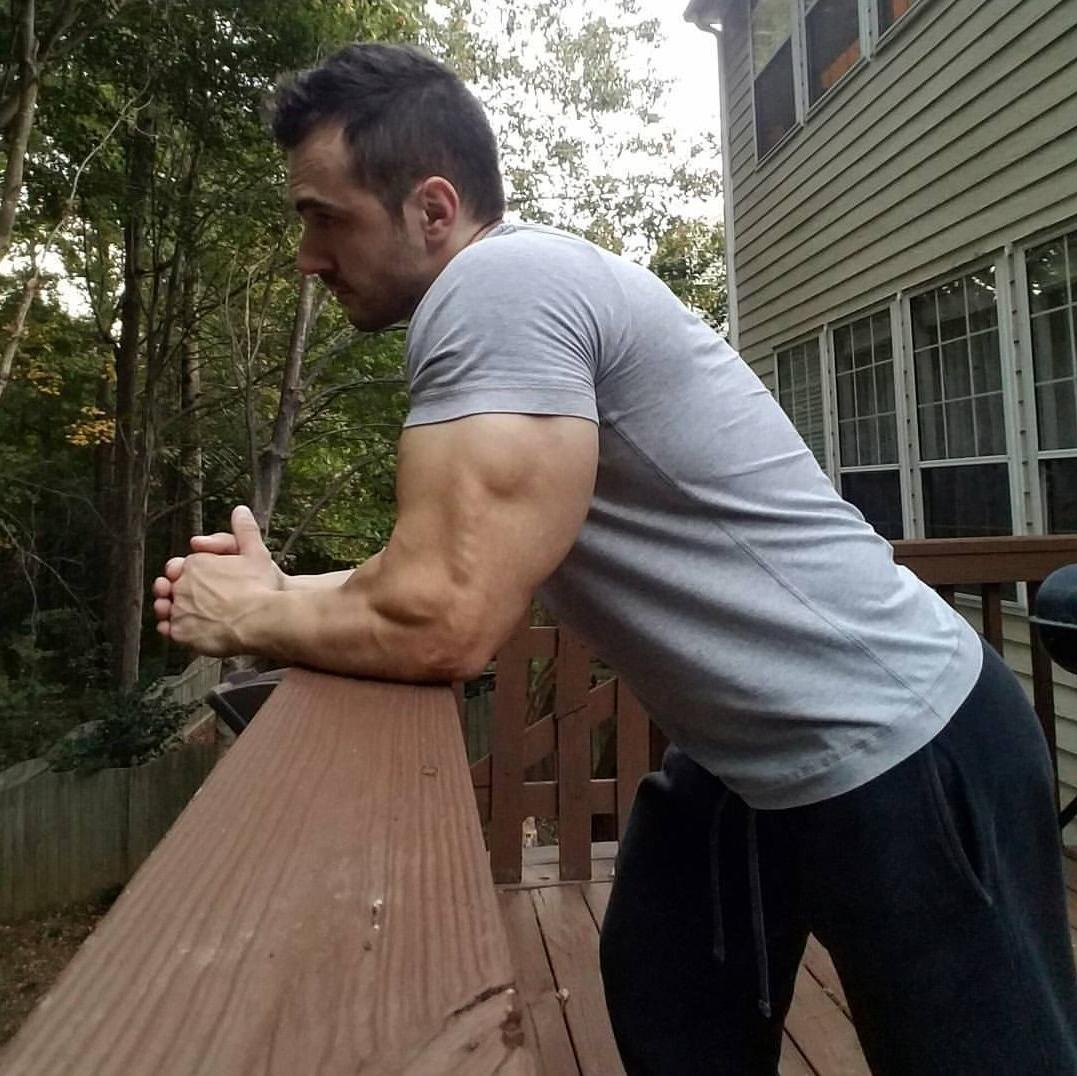 hot-anonymous-guy-porch-huge-triceps-swole-muscle-biceps-hunk