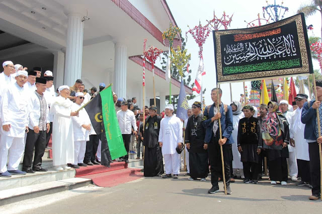 Pelepasan arakan tabut dilakukan oleh Gubernur Bengkulu Rohidin Mersyah