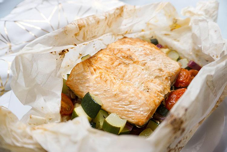 Teriyaki Lachs Gemüse Packerl mit Zitronen-Honig-Butter