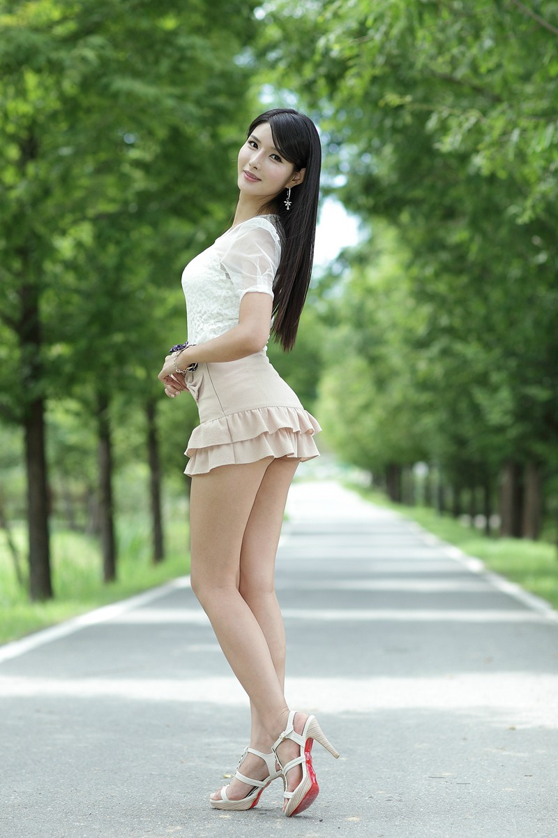 Sexy asian girls in skirts