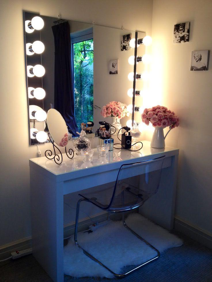 Dressing table with built-in mirror lighting