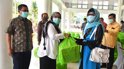 """Pemprov Sumut Bagikan Sembako untuk Wartawan (""""Forum Wartawan Kantor Gubernur"""")"""