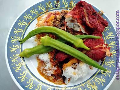 nasi kandar kuah campur, bendi rebus, ayam goreng