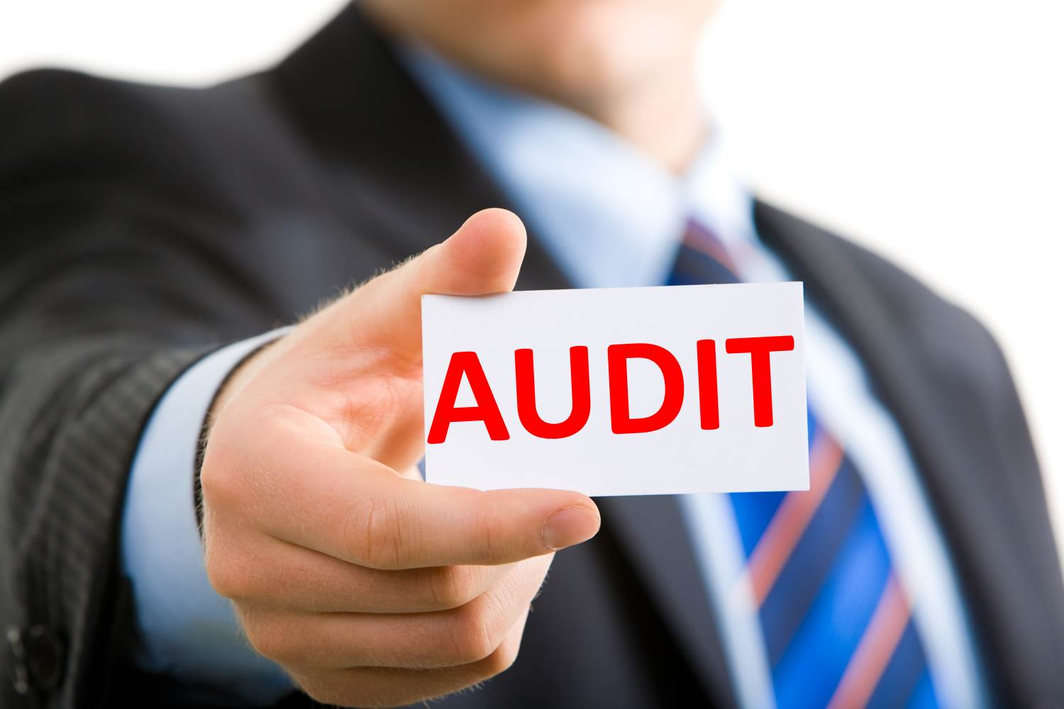 how to become a financial auditor