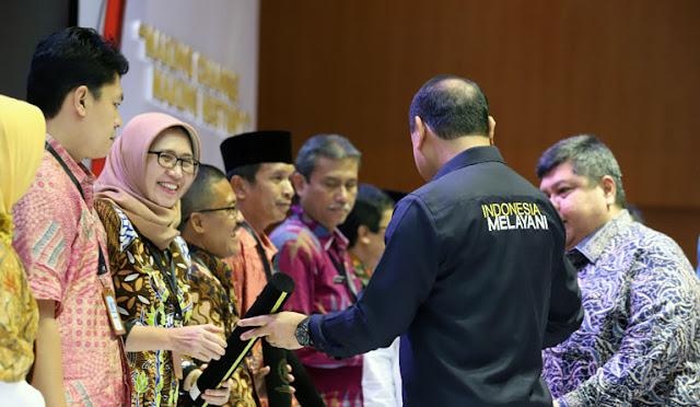 Wabup menerima Penghargaan SAKIP