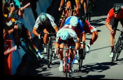 http://www.rp-online.de/sport/radsport/peter-sagan-nach-ellenbogen-check-von-der-tour-de-france-ausgeschlossen-aid-1.6927382