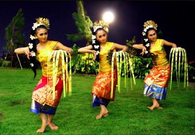 Keunikan Sejarah Gerakan Tari Asal Mula, Properti, Gerakan dan Keistimewaannya Pendet Dari Bali