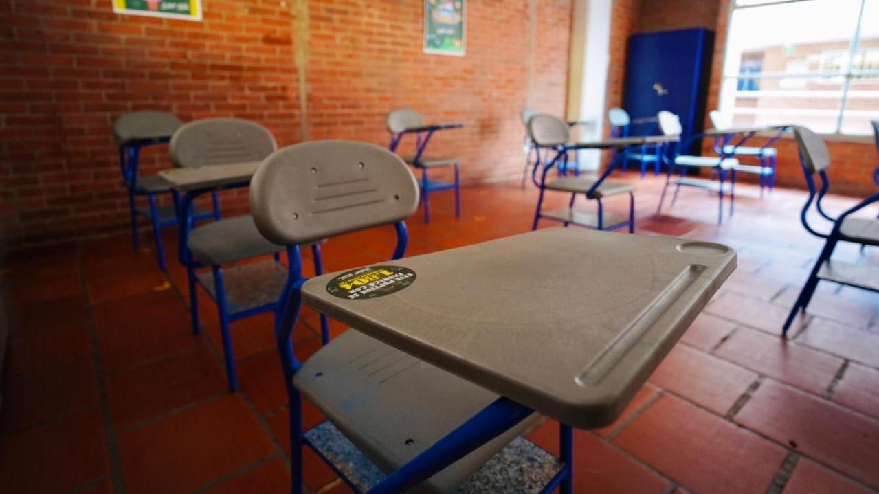 Postobón, en alianza con Bilac, entregó mobiliario escolar hecho con cajitas de tetra pak recicladas a instituciones educativas de Cundinamarca