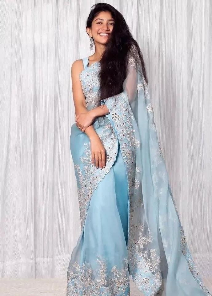 sai-pallavi-in-blue-saree-at-Love-Story-movie-promotion