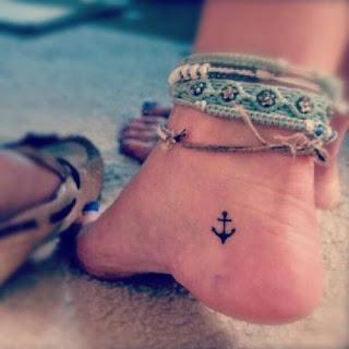 Tatuaje pequeño de ancla