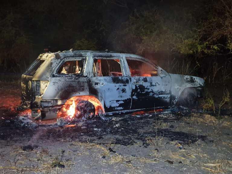 El Saldo de la balacera entre Sicarios en Territorio del Cártel de Sinaloa es de 14 vehículos abandonados 1 quemado, armas y al menos 15 heridos
