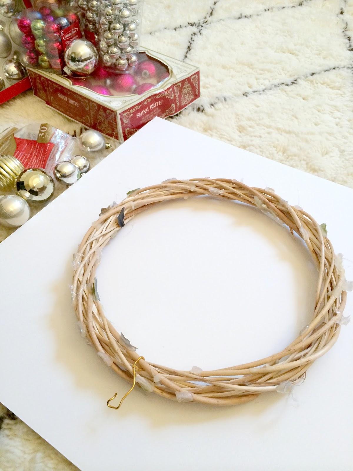 How To Make A Christmas Ornament Wreath Livelovediy Bloglovin
