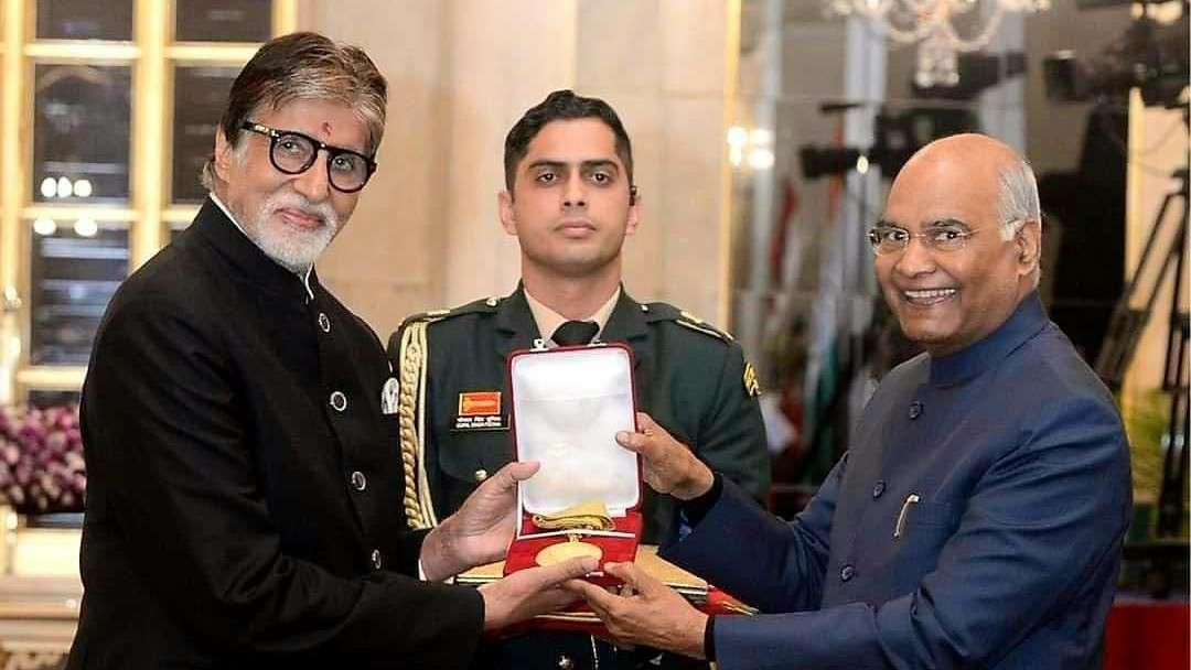 Amitabh%2Bdada%2Bsaheb%2Bfalke%2Baward बालीवुड के मेगास्टार अमिताभ बच्चन को दादा साहेब फाल्के पुरस्कार से नवाजा गया।