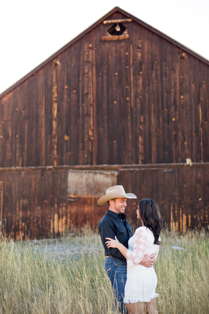 Montana Engagement Photography @stellakelsiemt / #montanabridemag