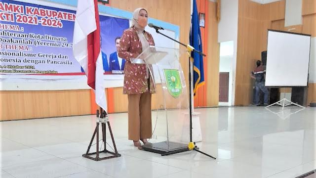 Bupati Inhu Rezita saksikan penyerahan Petaka pada Pengukuhan DPC GAMKI Kabupaten Inhu periode 2021-2024