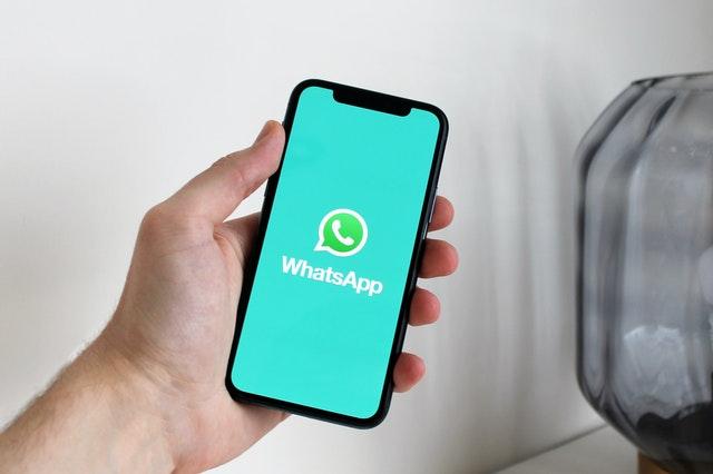 Cara Download Status WhatsApp di iPhone