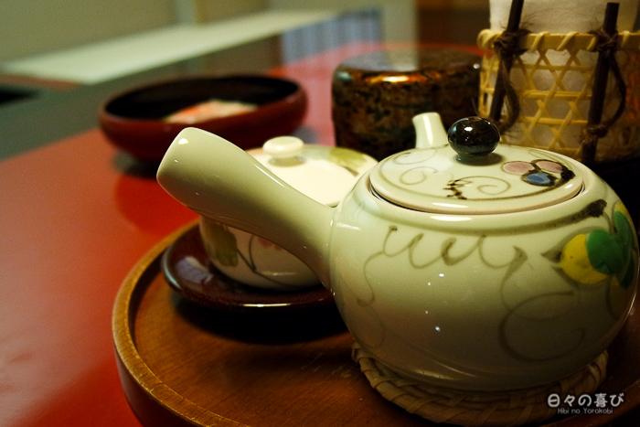 le plateau de thé dans la chambre japonaise