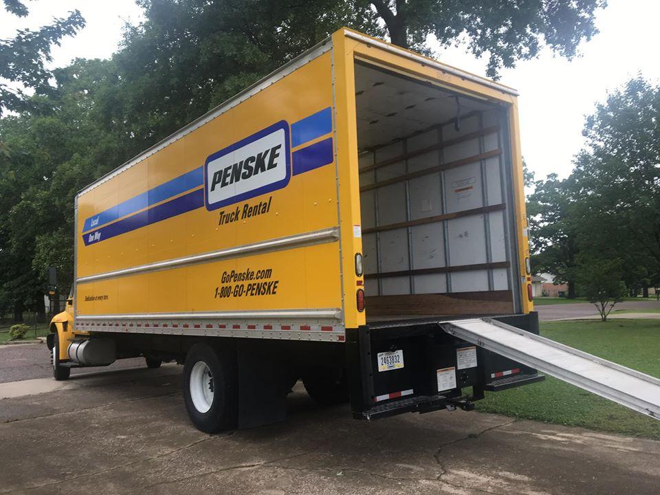papan untuk menaikkan kulkas ke truk