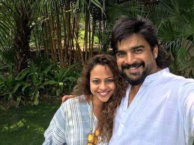 Madhavan-with-wife-Sarita-on-17-wedding-anniversary