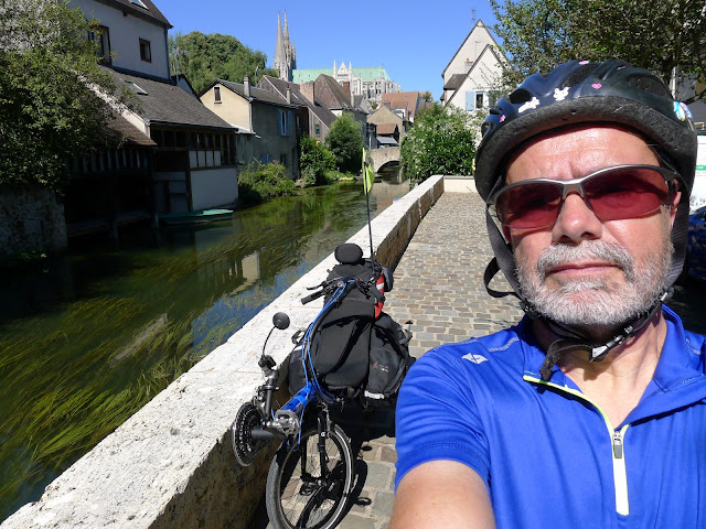 De Paris à la Rochelle en vélo couché, Chertres