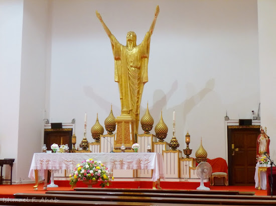 Golden image of Jesus Christ in Holy Redeemer Church, Bangkok