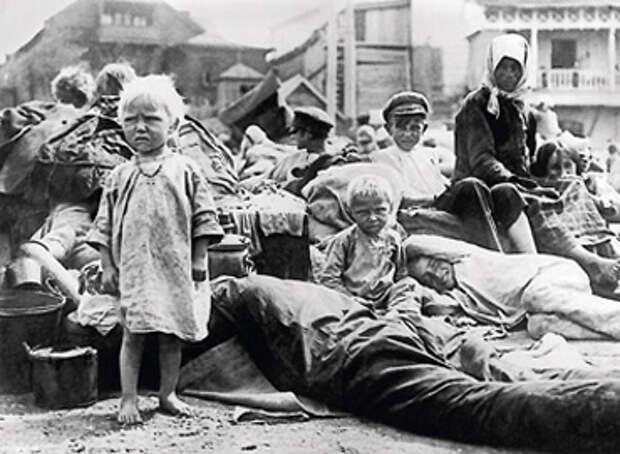 Трупы на улицах и толпы голодных сирот. Опубликованы запрещенные и неизвестные фото Голодомора 1932-1933 годов в Украине