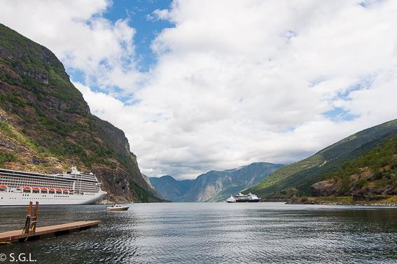 Fiordo Sognefjord en Flam. El tren de Flam y la excursion Norway in a nutshell