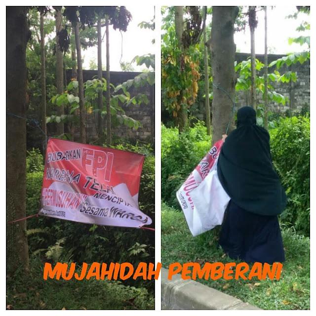 Keren! Inilah Aksi Butet Mujahidah si Pejuang Tauhid, Tak Gentar Turunkan Spanduk Anti FPI