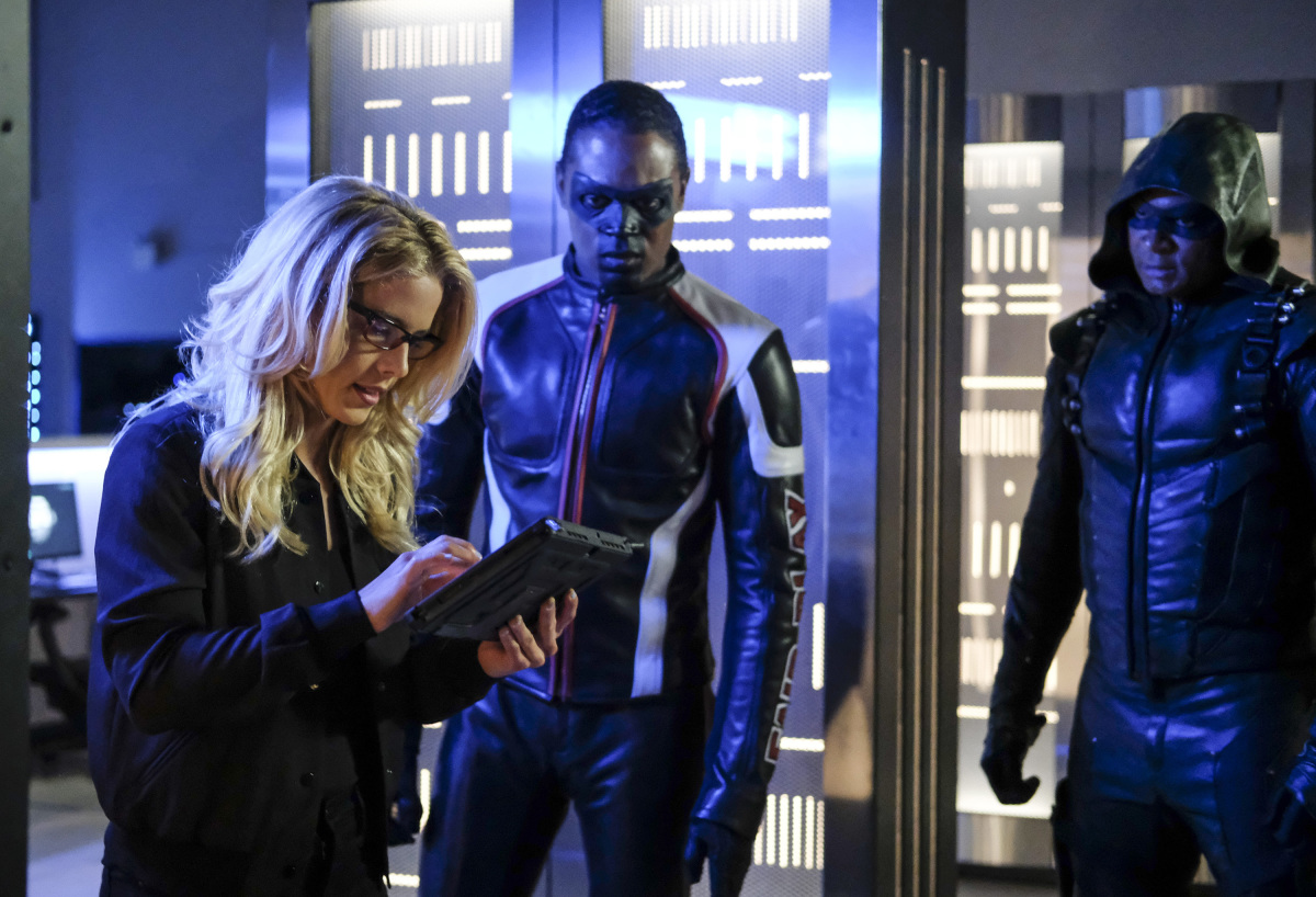 Emily Bett Rickards, Echo Kellum y David Ramsey en Arrow de CW