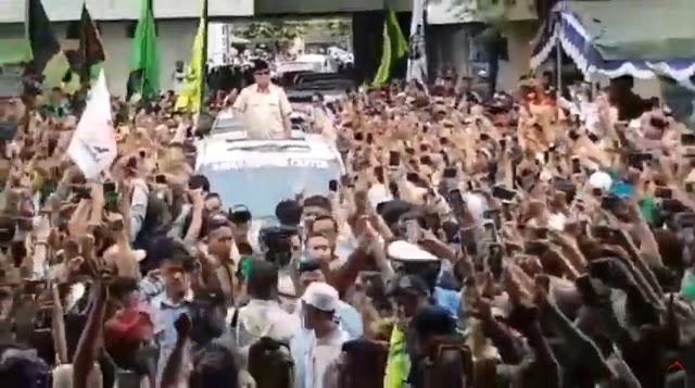 Seruan 'Allahu Akbar' dan 'Prabowo Presiden' Bergema Sambut Kedatangan Prabowo di Yogyakarta