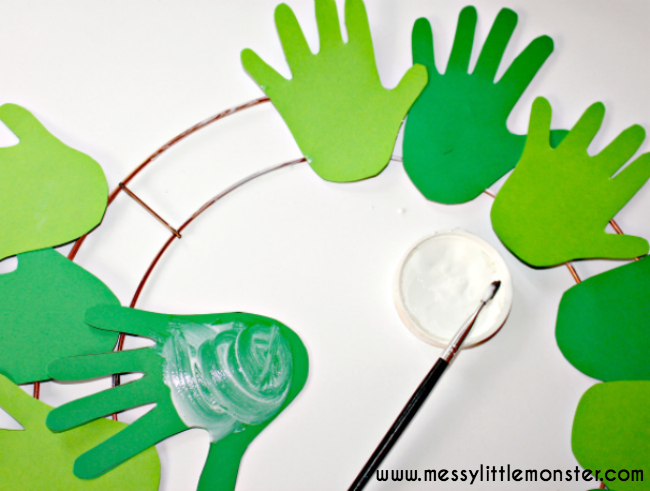 how to make a simple handprint christmas wreath