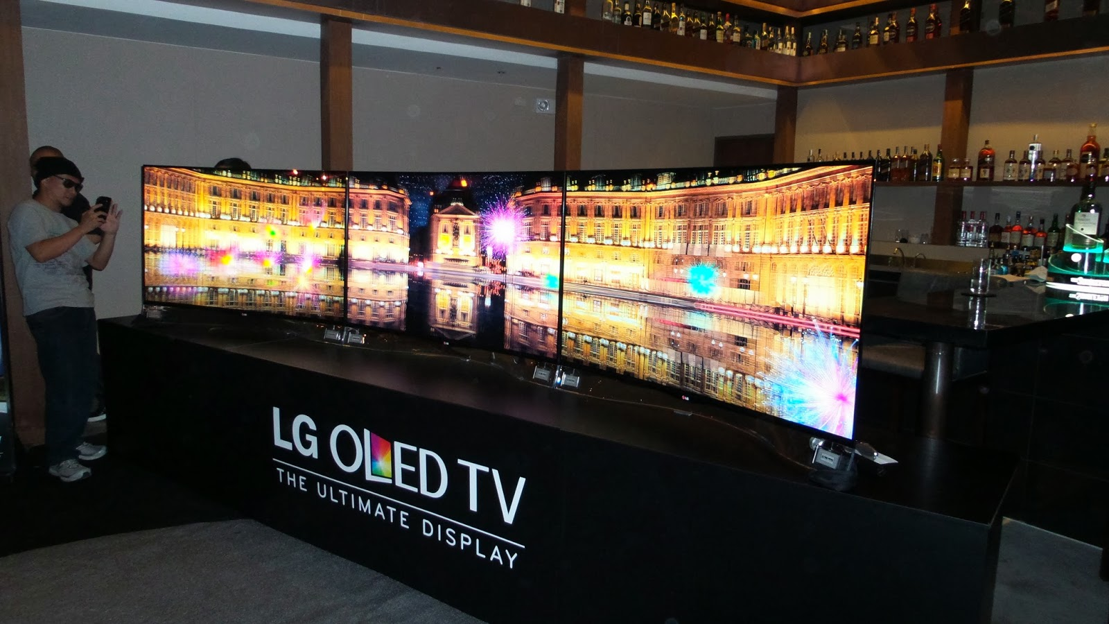 Lg Debuts The Worlds First Curved Oled Tv To Ph Where Is Ed Uy