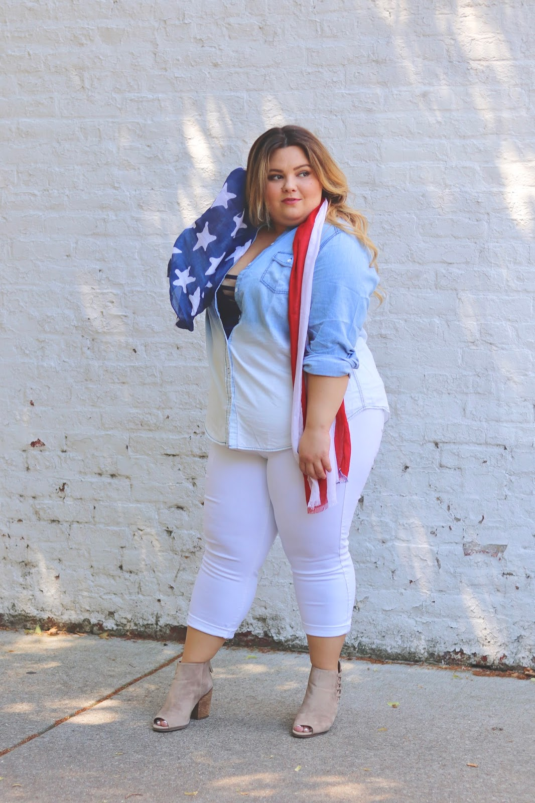 natalie craig, Natalie in the city, fourth of July outfits, 4th of July fashion, torrid, blogger review, summer fashion trends, American flag, fatshion, plus size fashion blogger, Chicago blogger, midwest blogger, curves and confidence, affordable plus size clothing, chambray, plus size white denim
